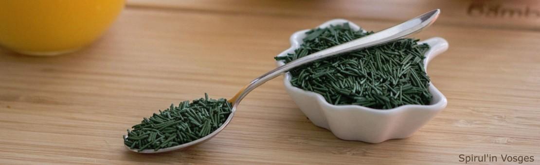 Venez goûter la spiruline cette algue verte pleine de ressources, vous ne pourrez plus vous en passer. Pour une alimentation équilibrée et éviter le surpoids.